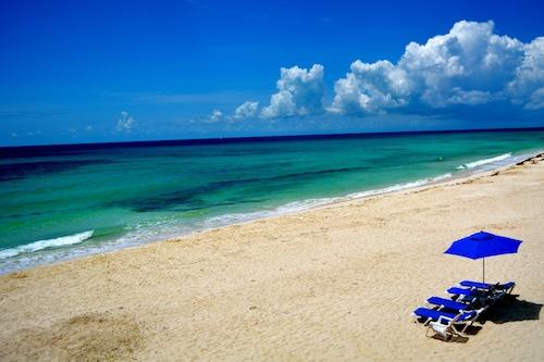 クリスマスウィーク20%割引-ビーチフロントヴィラビーチ、プール、ジャグジー、フルスタッフ!/