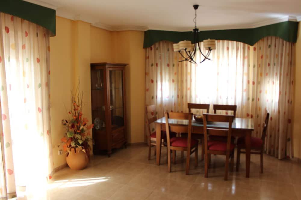 Namas, 4 miegamieji, Nerūkantiesiems - Vakarienės kambaryje