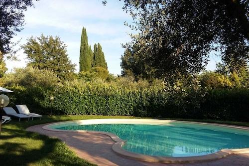 プールとガーデンエリアのある素晴らしいヴィラシエナ、トスカーナ