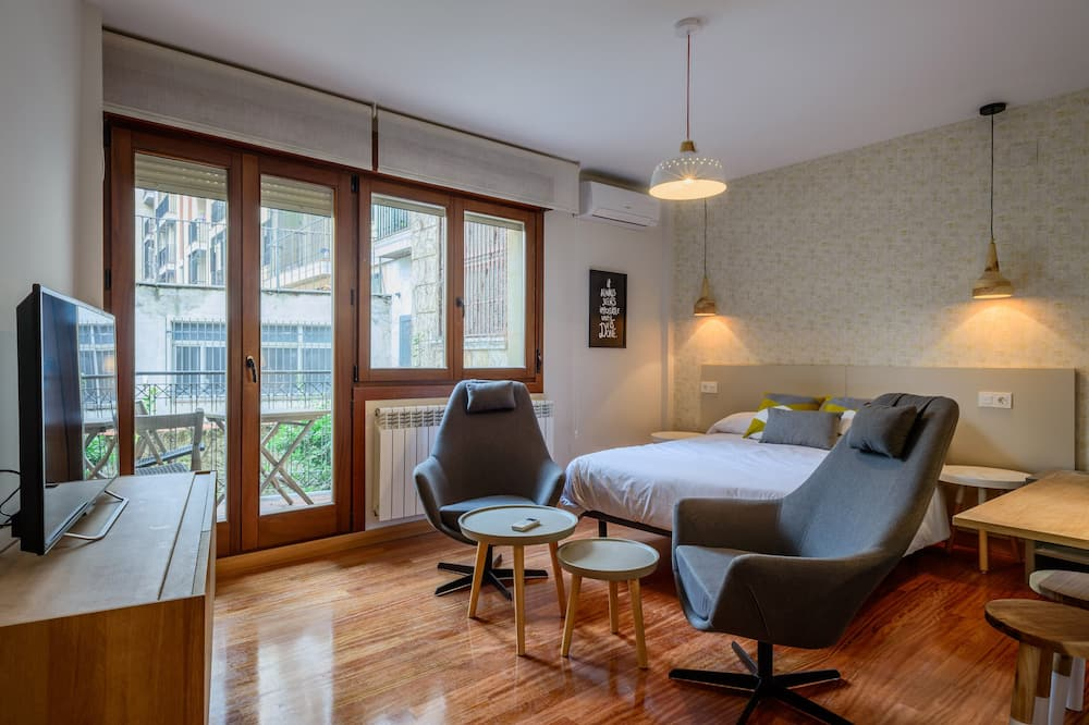 Central With Free Garage, Ideal Couples