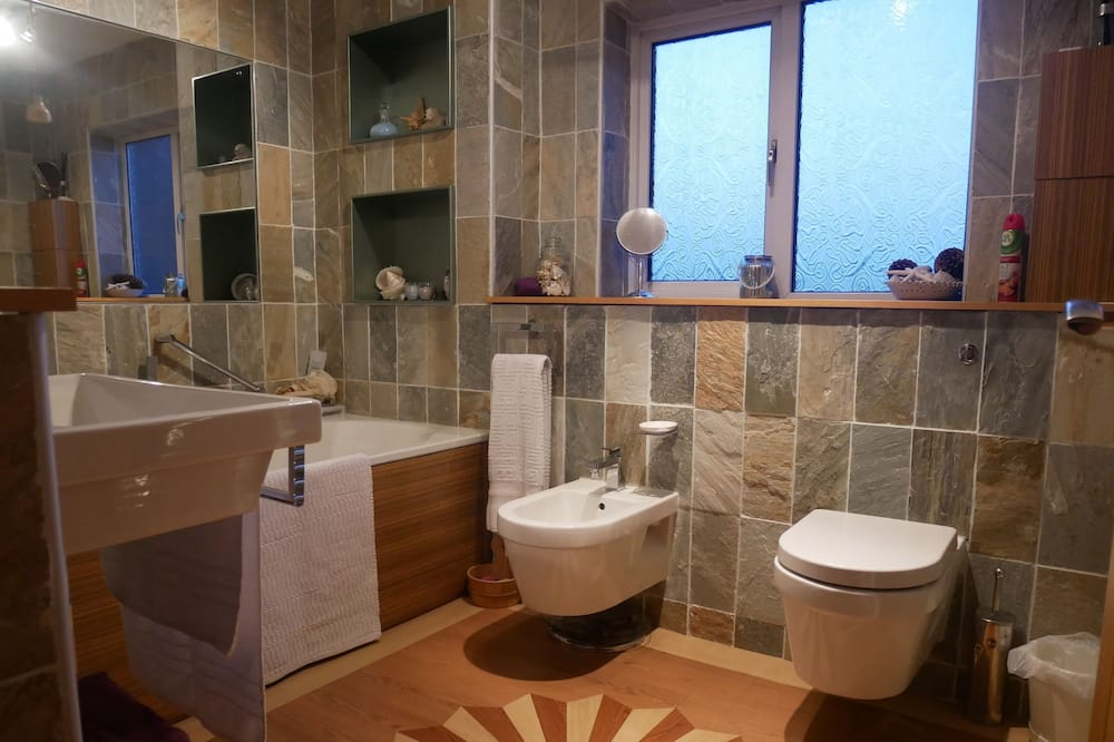 Double Room (Budget) - Bathroom