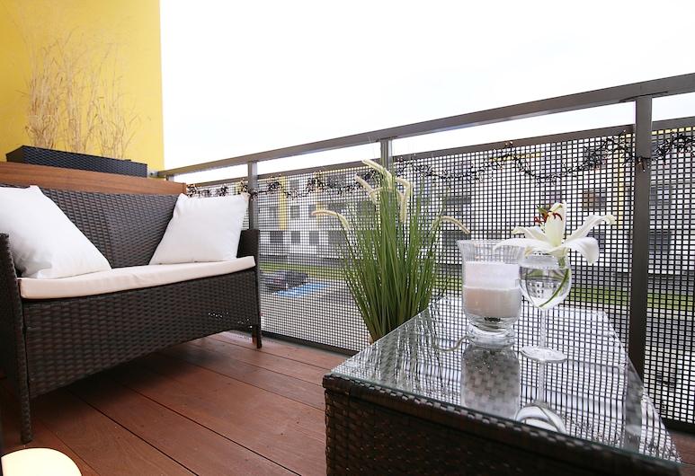 Apartment Deluxe 4+ with Garage,Balcony, AC,Fireplace, Psie Pole, Balcony