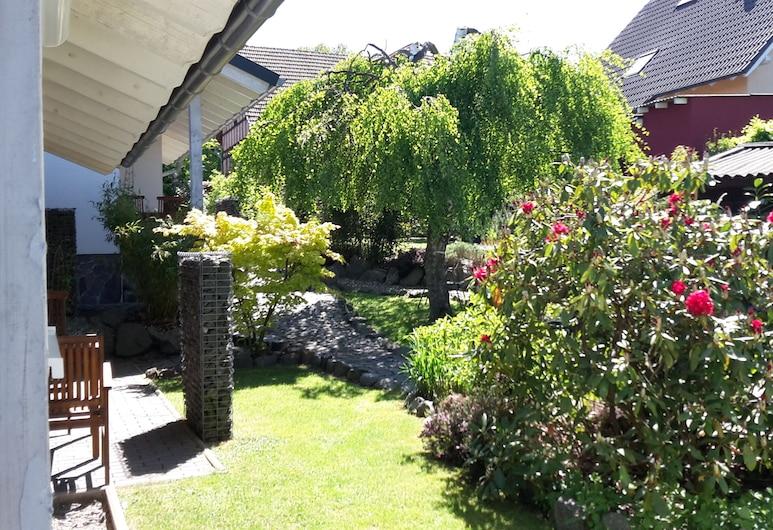 beautiful property with 2 cottages, sauna, forest edge, quiet location, Frankenberga, Naktsmītnes teritorija