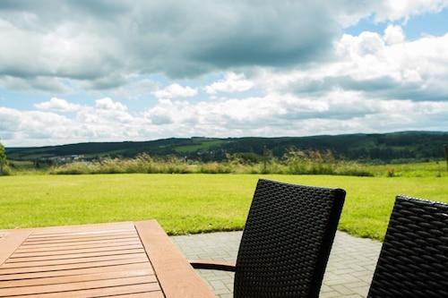 Ferienhof-Weites-土地、テラス、庭、子供の遊び場のある大きなアパート/