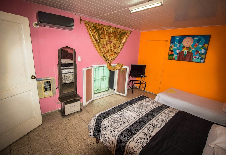 Galeria's Hostel House, Havana, Comfort Triple Room, Multiple Beds, Non Smoking, Guest Room