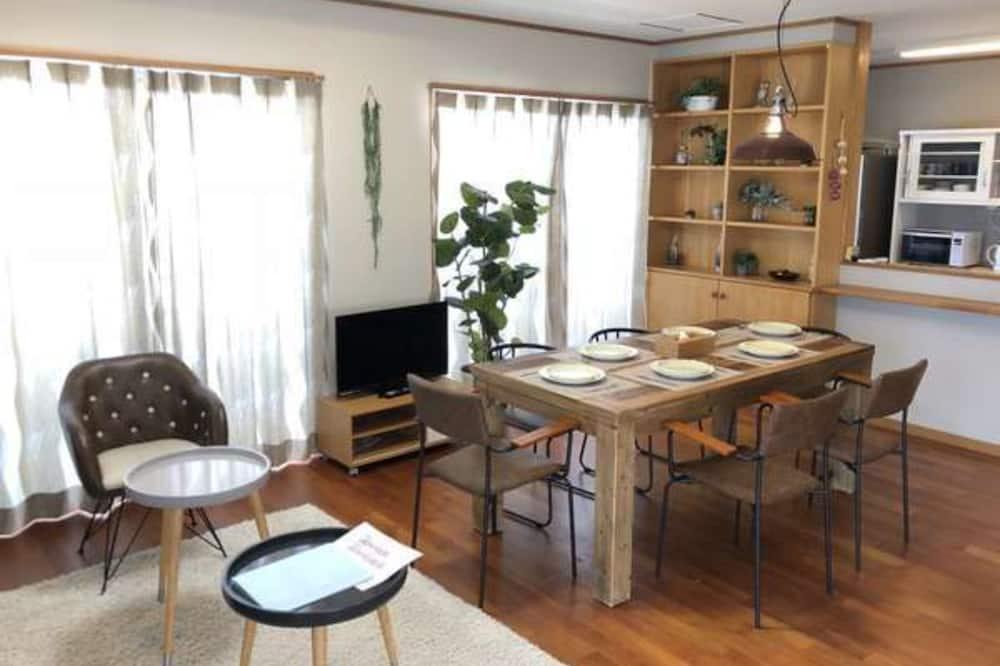 2F 3LDK - In-Room Dining