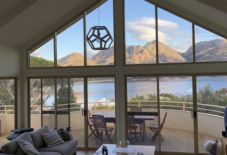Freycinet Beach House, Coles Bay, House, Multiple Beds, Non Smoking, Mountain View, Living Area