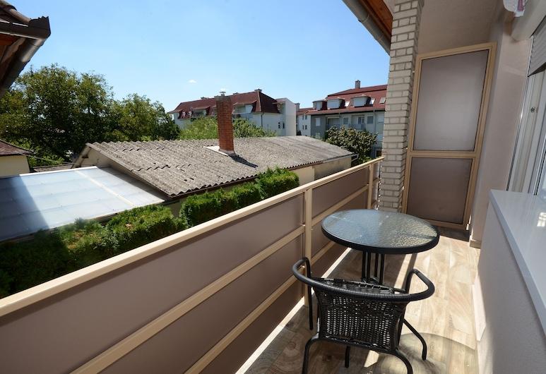 Hévízi Tópark Panzió, Heviz, Dreibettzimmer, Balkon (Upstairs), Zimmer