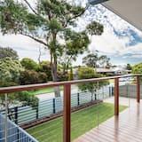 House, 2 Bedrooms (1 Queen, 1 Tri-bunk, 1 Single Trundle) - Balcony
