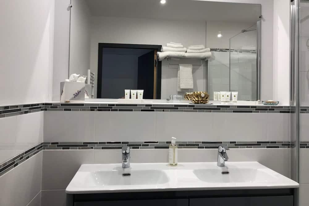 Double Room, Private Bathroom, Courtyard View (Avec Terrasse privée) - Bathroom
