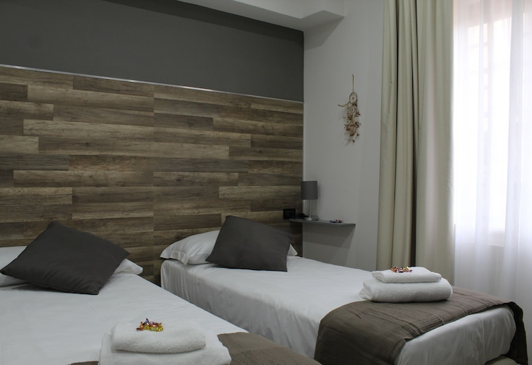 Royalty Rooms & Spa, Naples, Standard Double Room, Guest Room