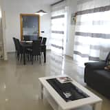 Apartment, 3 Bedrooms, 2 Bathrooms (with balcony) - Living Area