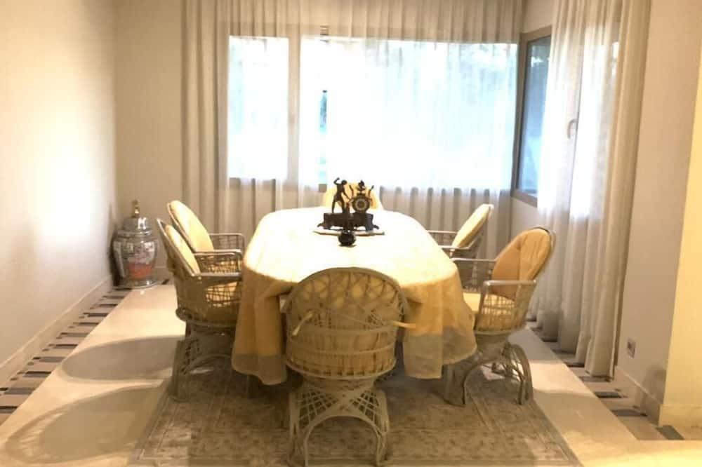 Lägenhet - 3 sovrum - Matservice på rummet