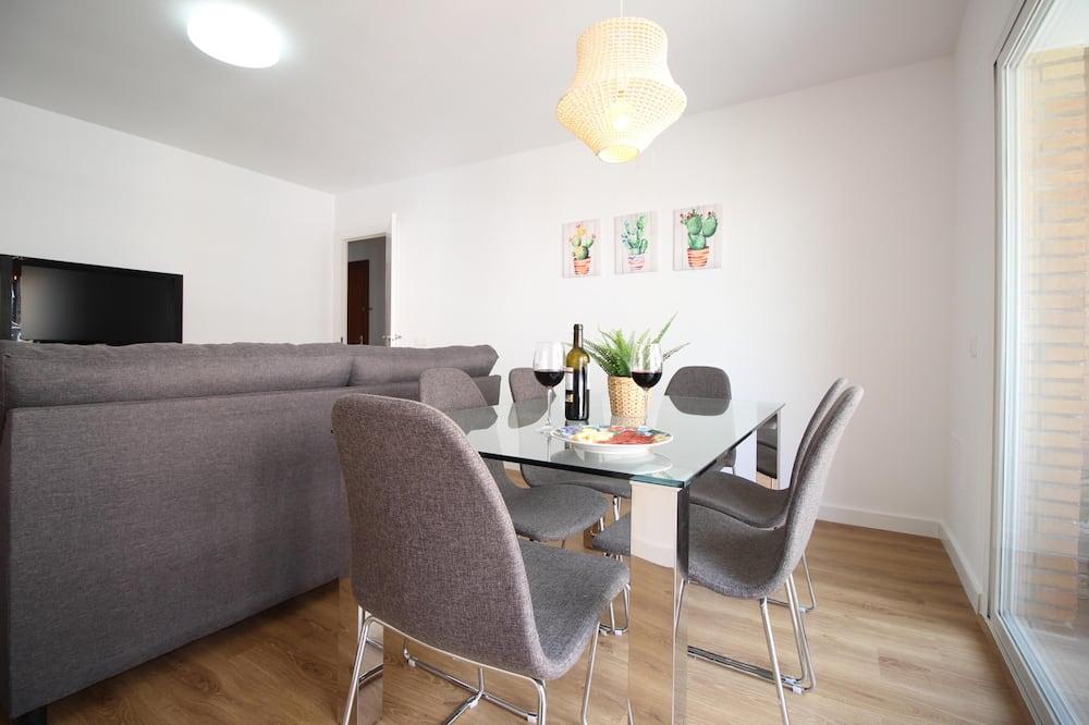 Premium Apartment, 3 Bedrooms, Terrace - Living Room