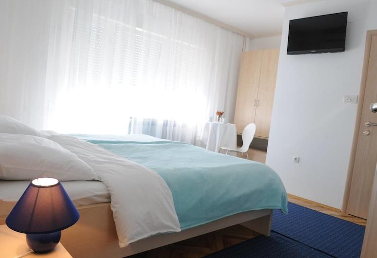 Rooms Stella, Zagreb, Dreibettzimmer, Mehrere Betten (Ana), Zimmer