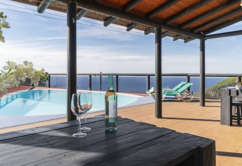 Top of the Cliff Villa, Funchal, Solterrasse