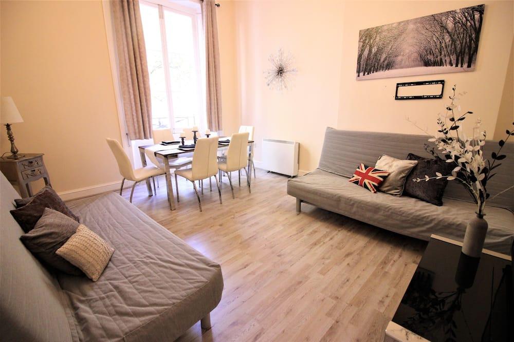 Apartamentai su pagrindiniais patogumais, 3 miegamieji - Svetainė