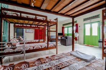 Picture of Bahagia Sederhana Home Stay - Hostel in Bantul