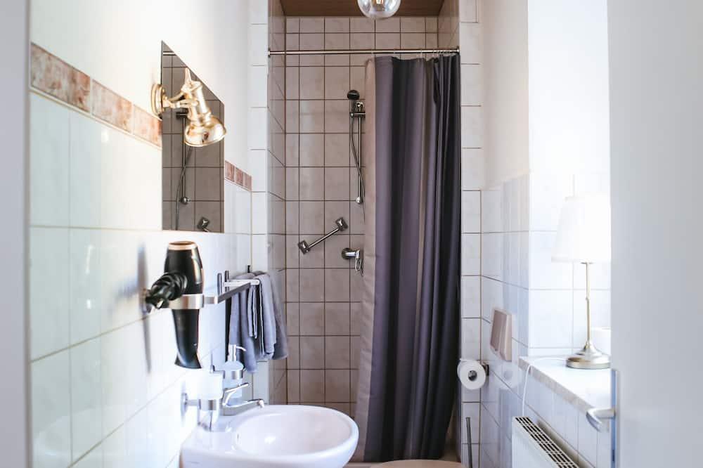 Apartmán typu City, 2 ložnice, nekuřácký, výhled na město - Koupelna