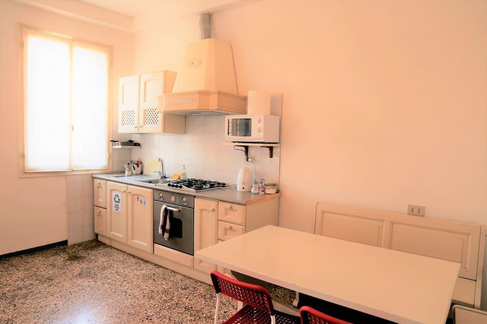 Δίκλινο Δωμάτιο (Double), 1 Queen Κρεβάτι, Κοινόχρηστο Μπάνιο - Κοινόχρηστη κουζίνα