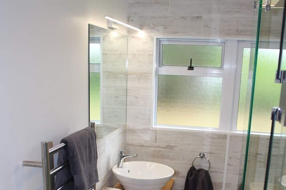 Double Room, 1 Queen Bed, Ensuite, Garden View (Toi Toi) - Bathroom