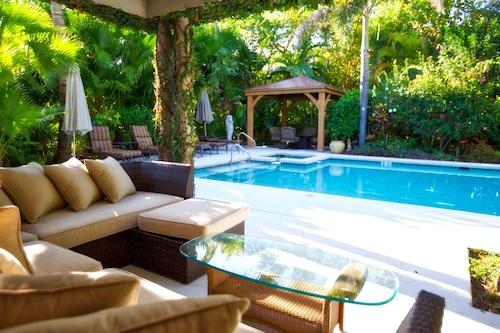 Private Resort Like