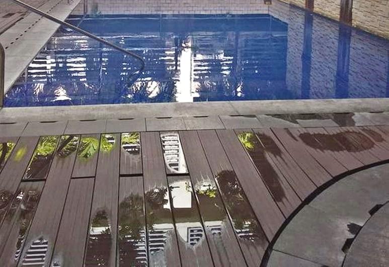 Henry's Newport, Pasay, Outdoor Pool