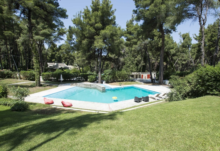 Villa Iris in Sani, with garden and pool by JJ Hospitality, Κασσάνδρα