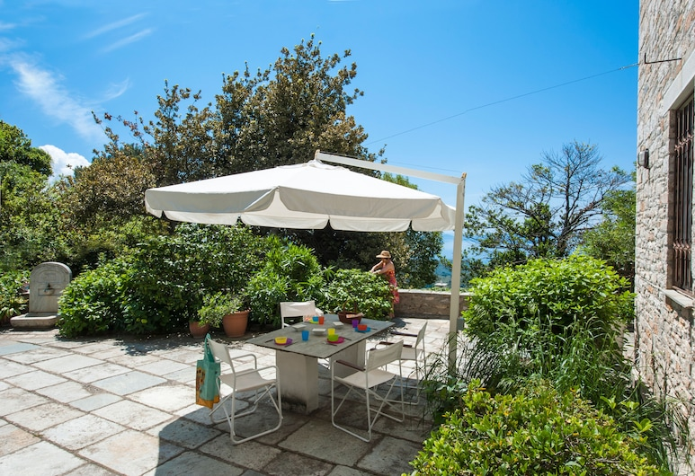 The Fountainhead Historic Chalet by JJ, South Pelion, Villa, Multiple Beds (The Fountainhead Pelion), Terrace/Patio