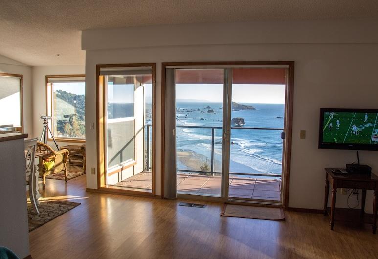 The Whale Watcher at Rainbow Rock Condos ~ Ocean View & Beach Access!, Brookings, Svetainė