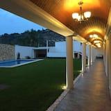 Residencia con Jardín y Alberca, Capacidad 41 huéspedes/10 habitaciones con baño