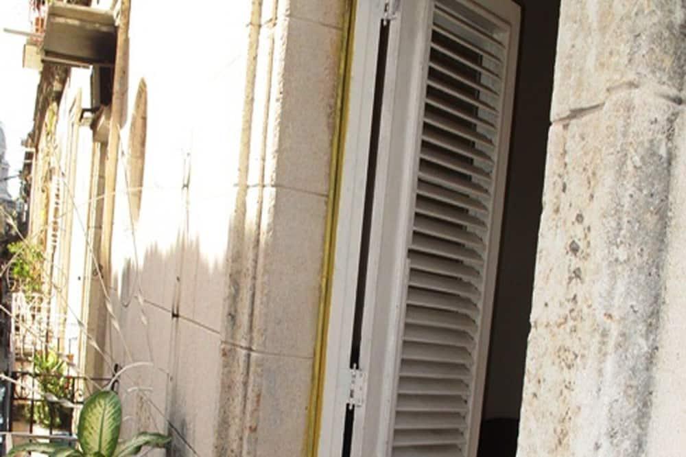 클래식 아파트, 침대(여러 개), 시내 전망 - 발코니