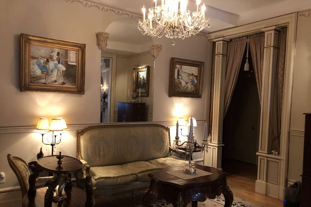 Royal Suite, 1 King Bed, Non Smoking - Living Area