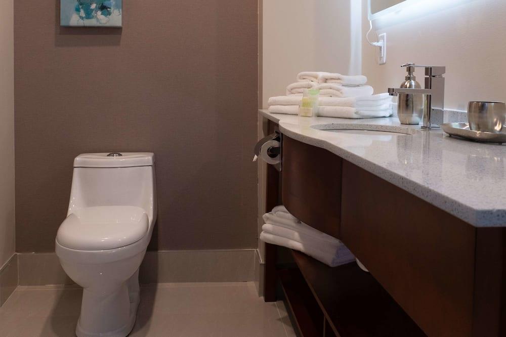 ห้องสวีท, เตียงควีนไซส์ 1 เตียง และโซฟาเบด, ปลอดบุหรี่ (with Sofabed) - ห้องน้ำ