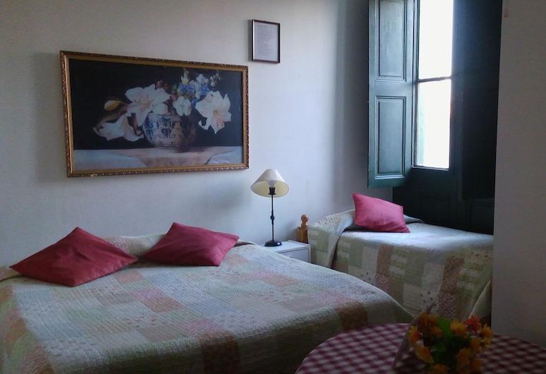 Hotel Arcos de Agustinas, Santiago, Standard Quadruple Room, Non Smoking, Guest Room