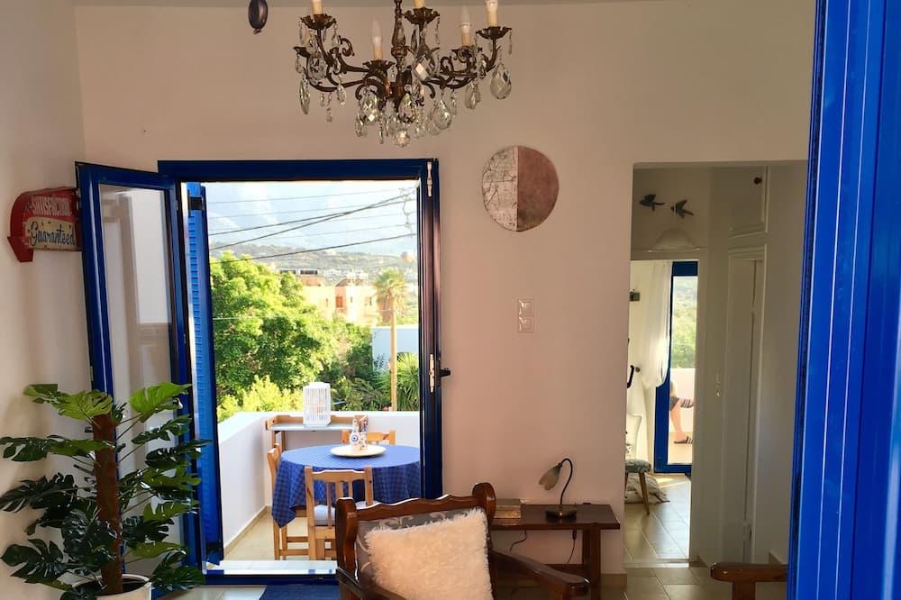 Romantisks dzīvokļnumurs, viena guļamistaba, daļējs skats uz jūru (Aphrodite) - Dzīvojamā zona