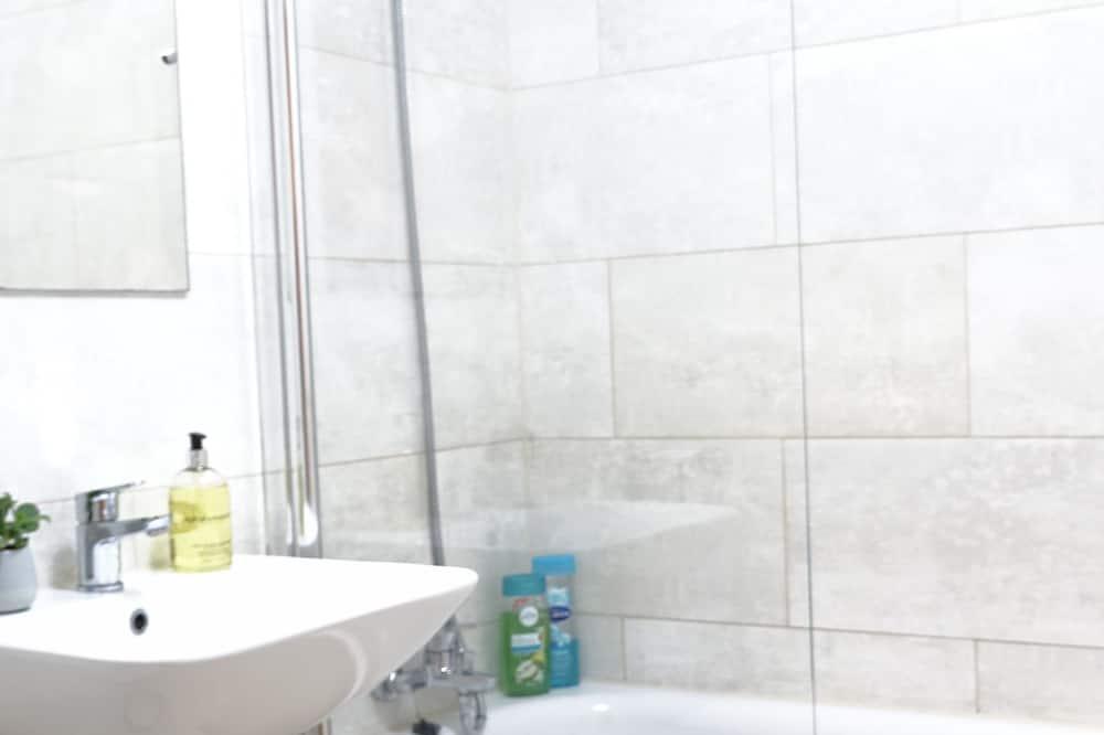 Deluxe Apart Daire, 2 Yatak Odası, Engellilere Uygun, Bahçe Manzaralı - Banyo