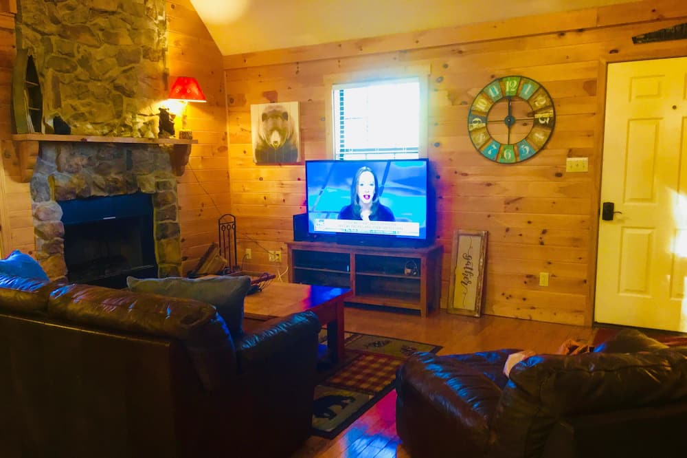 Cabin, 2 Queen Beds (Mountain Bliss) - Living Area