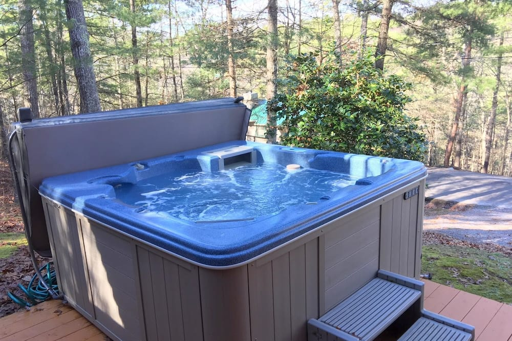 Cabin, 2 Queen Beds (Mountain Bliss) - Outdoor Spa Tub