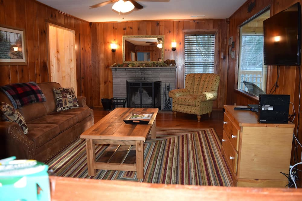 House, Multiple Beds (Rivers Edge) - Living Room