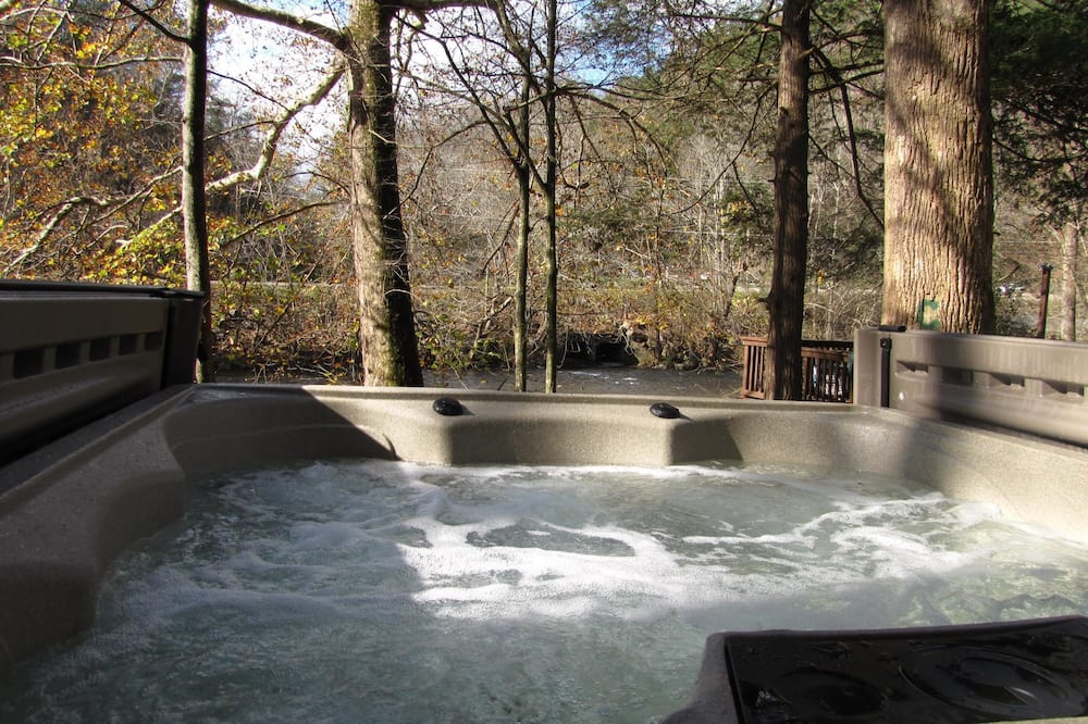 House, Multiple Beds (Rivers Edge) - Outdoor Spa Tub