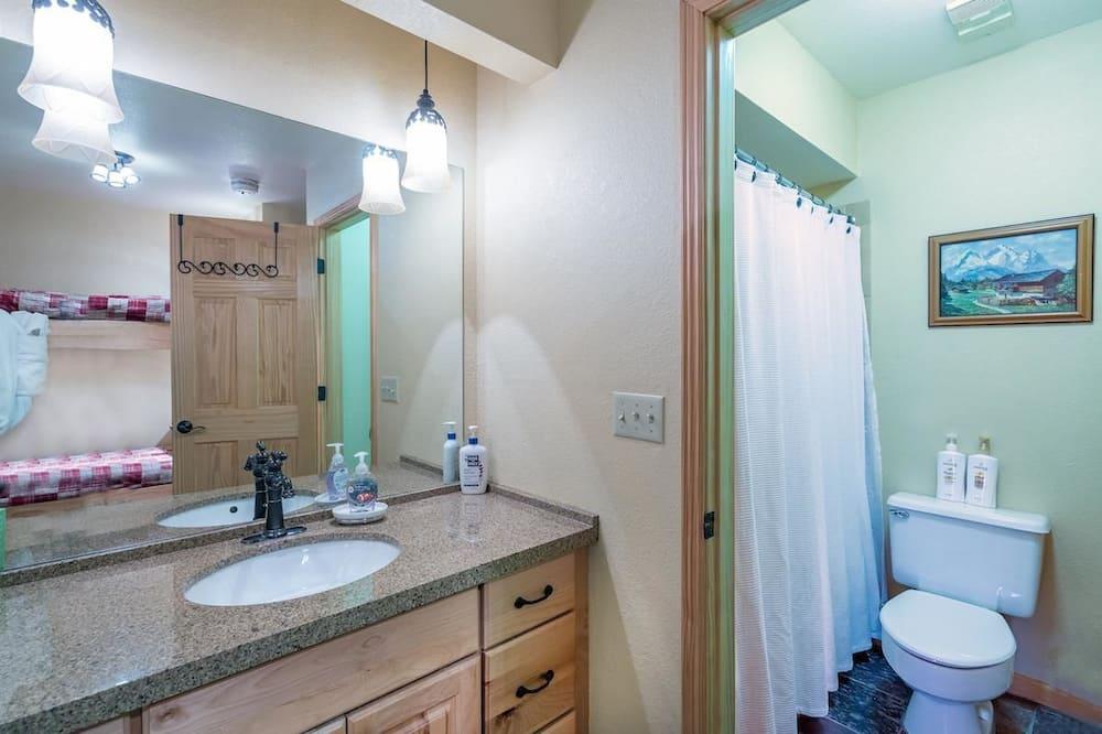單棟房屋, 多張床 (Viking Lodge 217) - 浴室