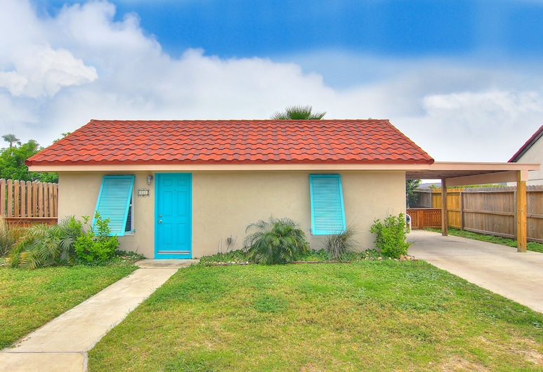 Completely Remodeled Cottage at Spanish Village! Winter Texans Welcome, Port Aransas