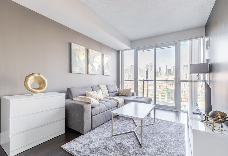 Simply Comfort. Modern Apartment with CN Tower View, Toronto