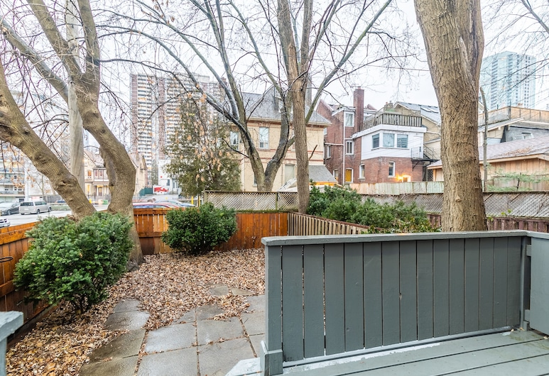 Gorgeous 4 Bedroom Heritage House, Toronto, Terras