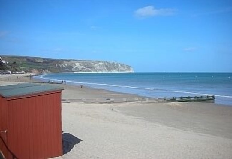 Large 3 Bedroom 1st Floor Apartment in a Quaint Purbeck Stone Cottage, Swanage