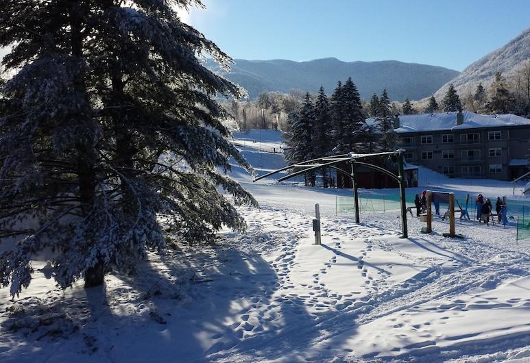 Ski-in / Ski-out Slopeside Studio Smuggler's Notch Resort - Updated Lower Rates, Jeffersonville, Terrass