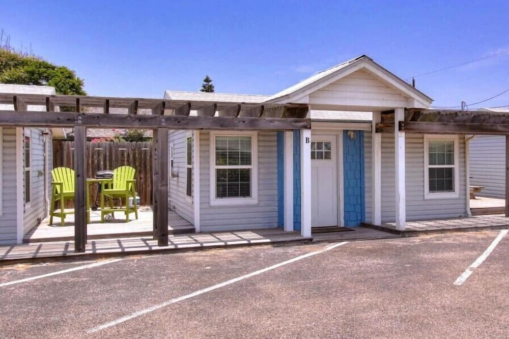 Lil' Chill- 1 Bed, Sleeps 4, PET Friendly, Close to the Beach!