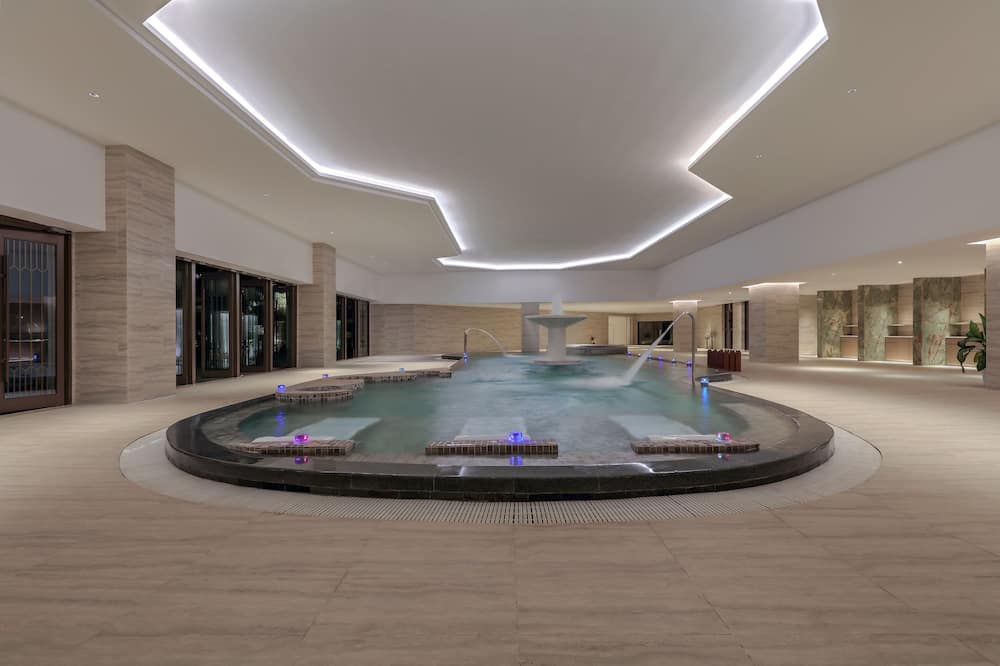 Bañera de hidromasaje al aire libre