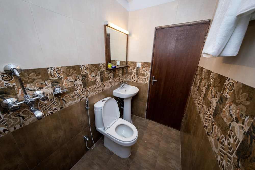 Deluxe Double Room, 1 Queen Bed, Garden View - Bathroom